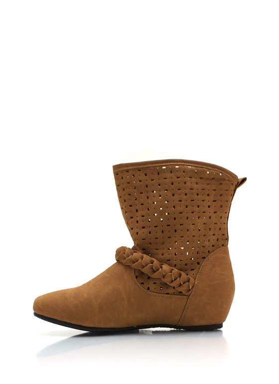 Perforated Braided Boots CAMEL
