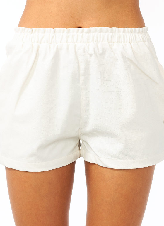 Smile At A Crocodile Shorts IVORY