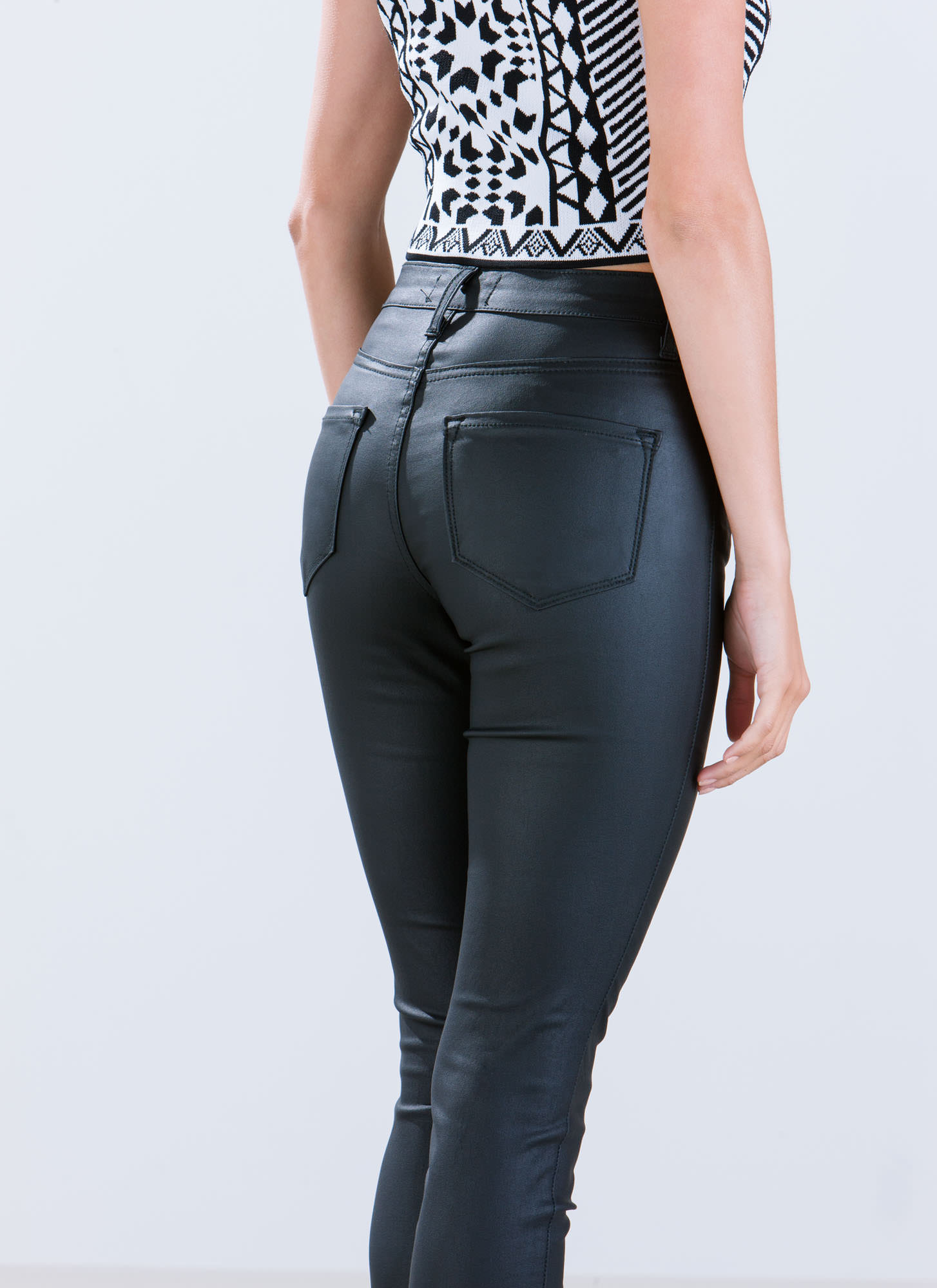 Coated High-Waisted Jeans BLACK