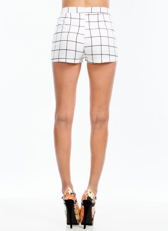 On The Grid Pleated Shorts WHITE