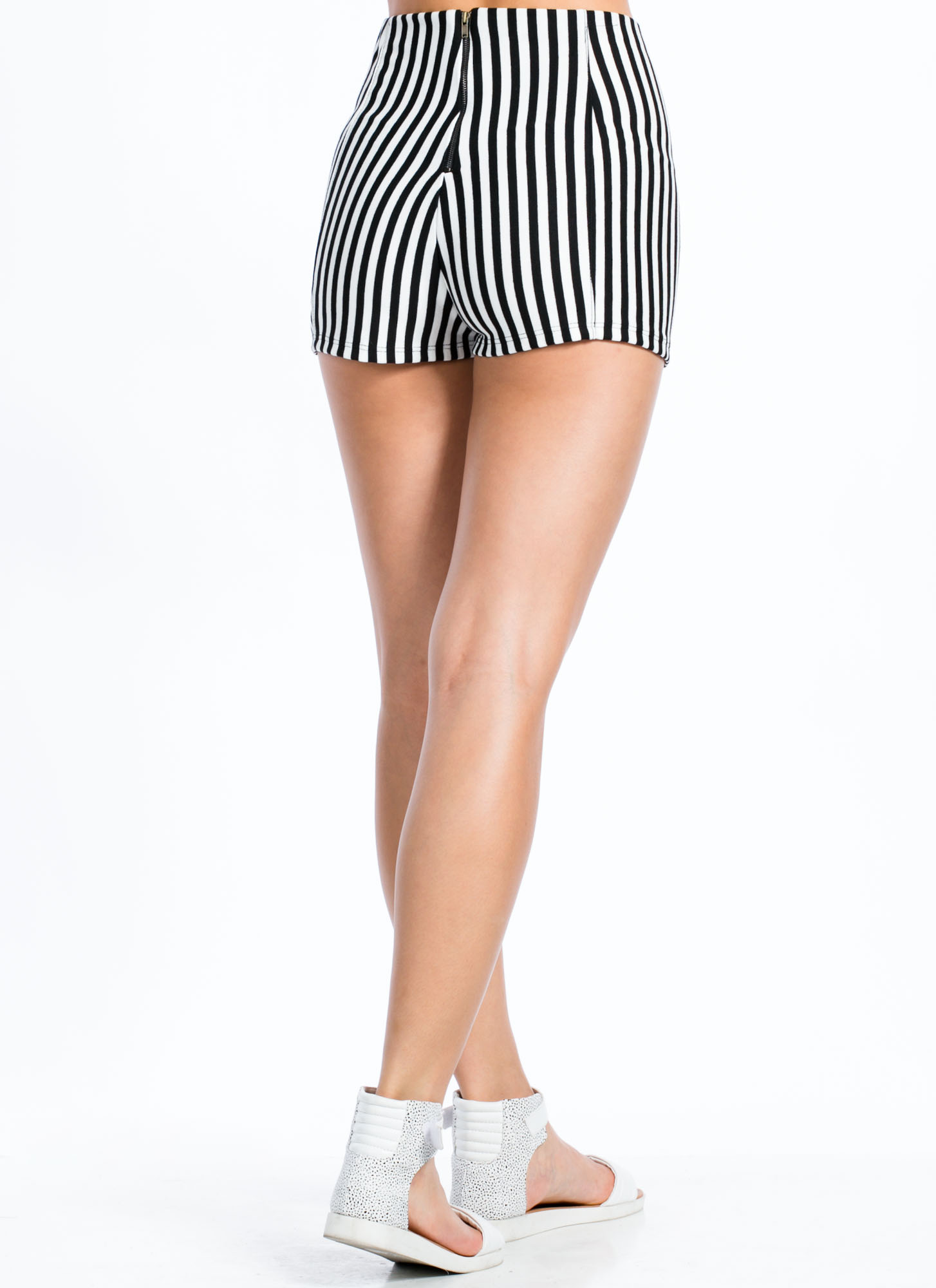 Stripe Out Zipper Front Shorts BLACKWHITE